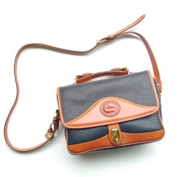 Dooney & Bourke Handbags - Dooney & Bourke • Vintage leather shoulder bag